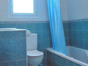 Cuarto de bao azul cool cuarto de bao azul con ducha with for Azulejos color azul